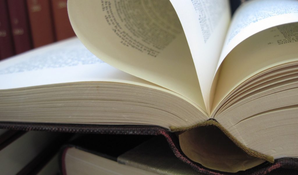 book-1159175_1280